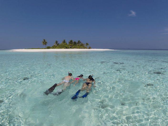 snorkeling in famiglia alle Maldive